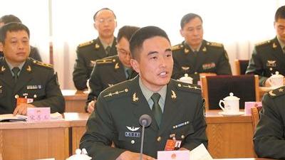 军队代表委员热议军民融合:把军队建设融入国家发展大棋盘