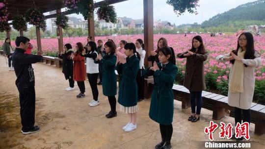 妇女节广东佛山女子练咏春拳防身