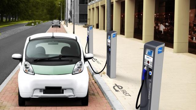 """中国汽车业抢占新能源""""风口"""" 提前做好产业布局"""