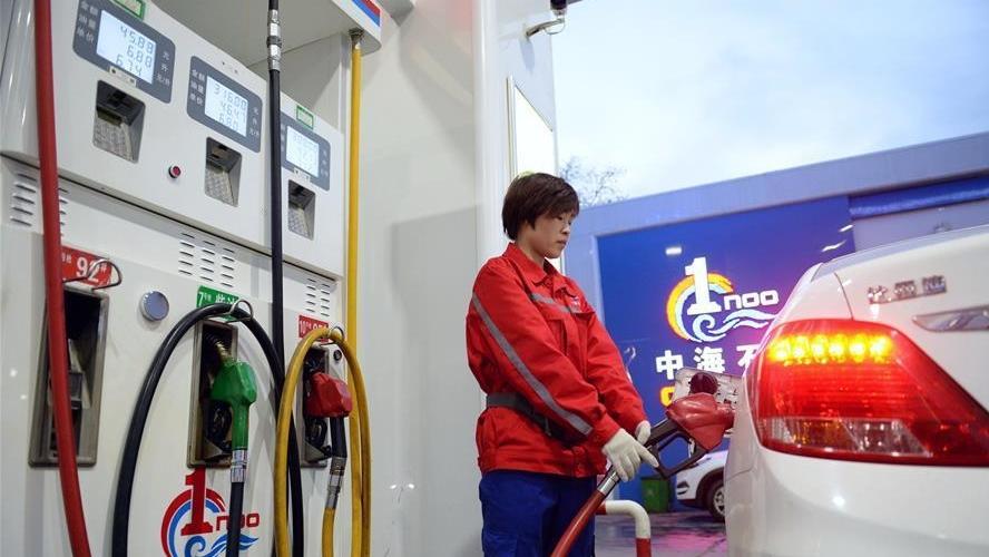 """国内成品油调价已是""""板上钉钉"""" 汽油每升或涨0.12元"""