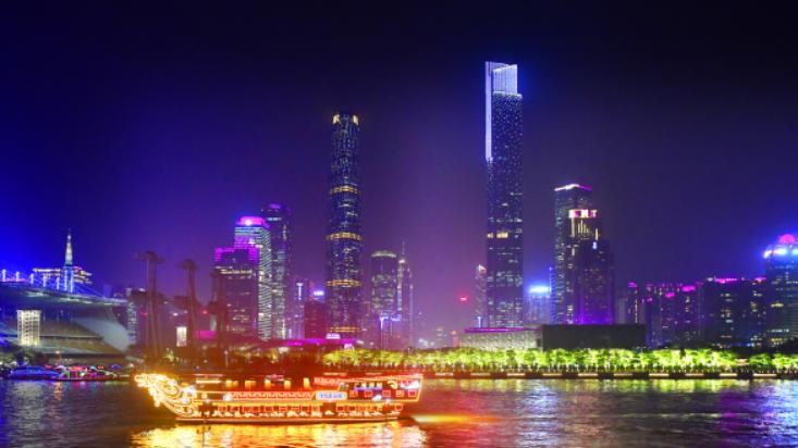 中外嘉宾夜游珠江 尽览广州美景