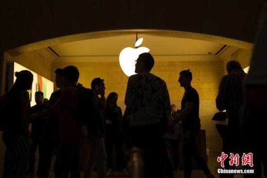 资料图:位于纽约中央车站的苹果专卖店。 <a target='_blank' href='http://www.chinanews.com/'>中新社</a>记者 廖攀 摄