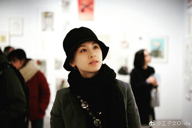 王子文现身2018最受瞩目的画展