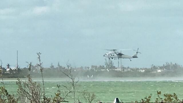 美军一架超级大黄蜂战机坠毁 飞行员弹射获救