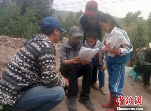 资料图:藏语儿童电影《旺扎的雨靴》剧照。 钟欣 摄