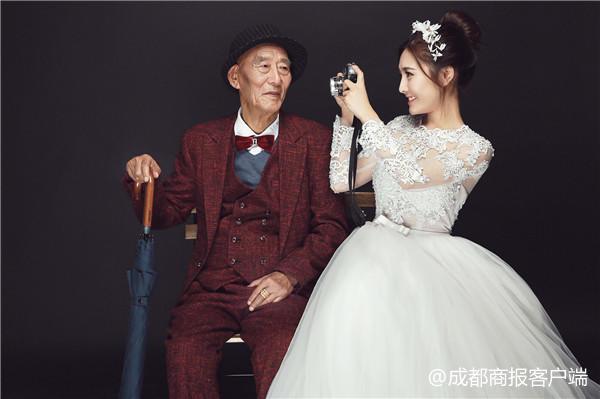 看哭了!成都女孩和病重爷爷拍婚纱照:只想让他看到最美的我