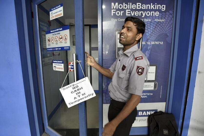 """印度多地ATM机闹""""钱荒"""" 政府:3天内解决!"""