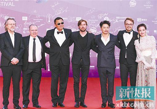 北京电影节闭幕 王家卫:希望将来能看到更多女性导演的电影