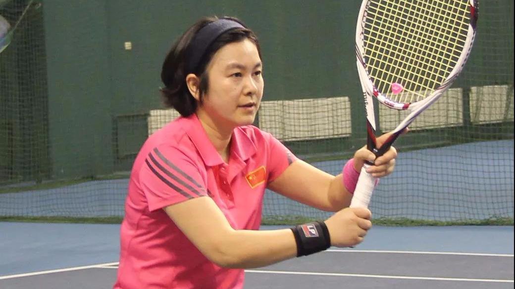 外交部女发言人竟爱打网球!这样的华春莹你绝对没见过