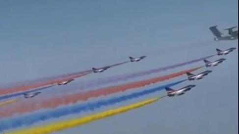 八一飞行表演队歼-10特技飞行 展示主力战机训练水平