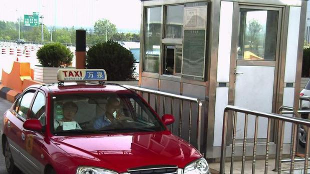 高速收费站可识别车牌自动扣费 粤通卡无感支付将覆盖全省