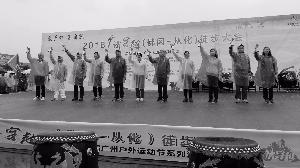 3000广州市民冒雨徒步穿越广清 完成18公里广清徒步