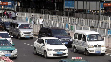 """广州""""开四停四""""管控 预计每天可减少外地车10万辆"""