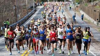 波士顿马拉松缘何成跑者圣地?没有什么比体育精神更具感染力