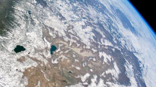 俯瞰大地:天气澄澈视野宽广 山脉白雪皑皑