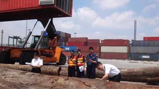 广东一季度外贸额1.56万亿 贸易顺差收窄22.3%