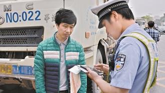 深圳交警昨发布史上最严泥头车管理措施:不在深年审 不办通行证