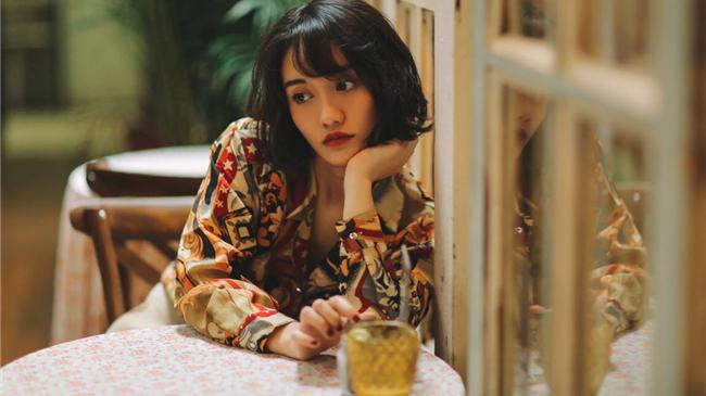 """""""精灵女孩""""陆琦蔚复古写真诠释""""猫之魅"""""""