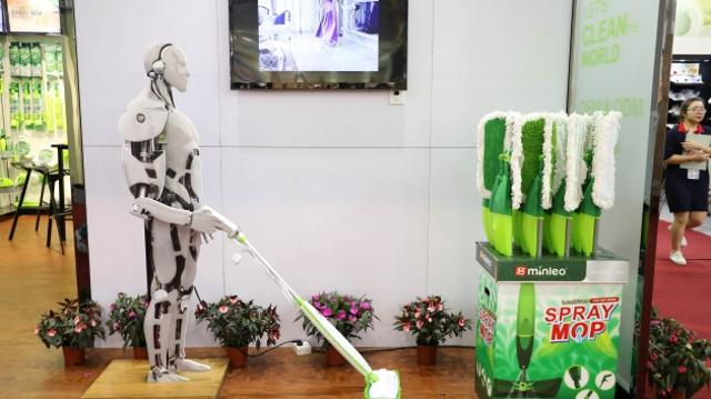蒸汽拖把、折叠椅背包……众多新奇展品亮相本届广交会