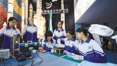 """中学生""""自制""""小卫星下半年将升空 卫星设计完毕"""