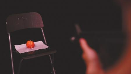 """实测网红""""水弹枪"""":轻松打碎鸡蛋、打烂苹果"""