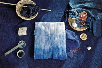 以传统手工技艺在时装之上呈现真正的中国色彩体系