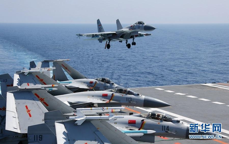 震撼!辽宁舰在南海继续实战演练 歼15布满甲板