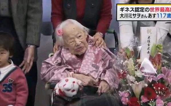 世界上最长寿的老人去世 有160多名后代