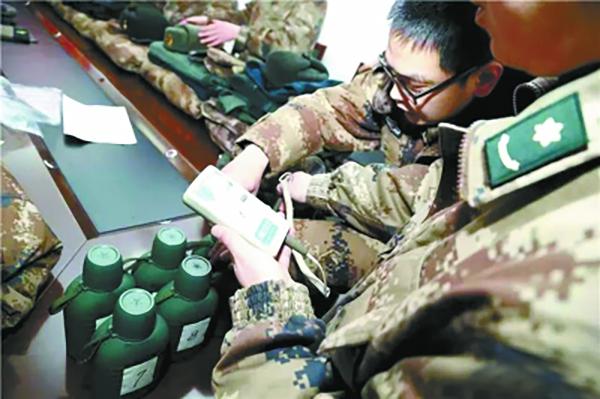 边防官兵用上20余种新式防寒装备:水壶-30℃下保温一天