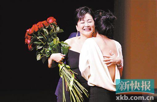 林青霞获第20届远东电影节终身成就金桑奖 爱女送惊喜