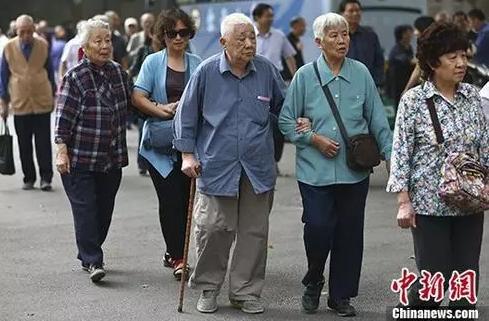 今年养老金调整进入落地期!哪些人养老金涨得多?