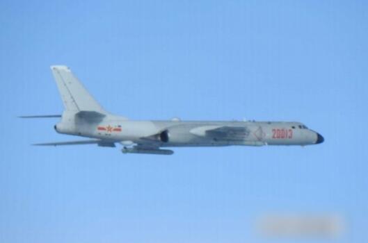 不仅实弹射击演练,解放军两架轰6K还绕飞台湾岛