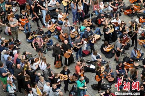 波兰每年都会举办大规模的吉他演奏活动。