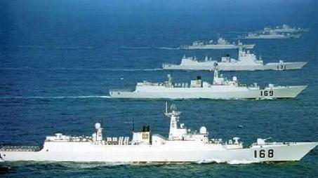 """中國海軍艦艇編隊抵達""""科摩多-2018""""演習海域"""