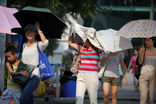 广东最高气温已达35℃ 广州6区发布高温黄色预警