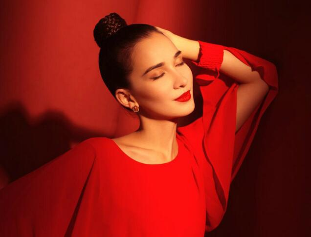 卢靖姗最新时尚大片 红色系具视觉冲击力