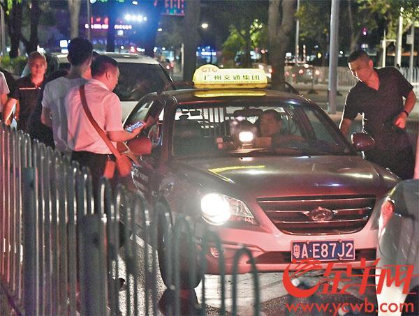 广州交委执法局对巡游出租车、网约车进行集中整治