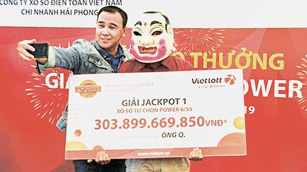 """越南""""六合彩""""开出8500万元奖金 得主戴面具领奖"""
