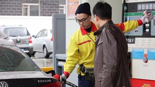国内汽、柴油价格每吨将分别提高260元和250元