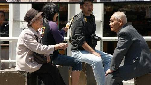 """""""消费换养老""""背后的老龄化问题"""