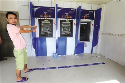 男子凌晨狂砸2家银行ATM机:发出声音影响睡觉