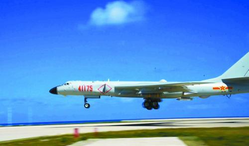 """解放军轰-6K """"战神""""首降南海释放哪些信号?"""
