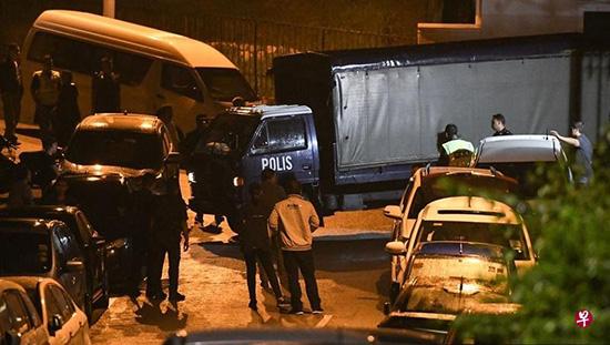 马来西亚警方彻夜搜查前总理纳吉布家,没拿文件只带走手提袋