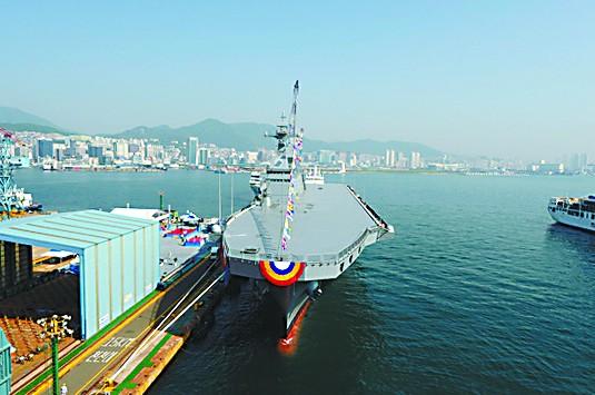 """韩国第二艘""""准航母""""下水 可起降垂直起降战机"""
