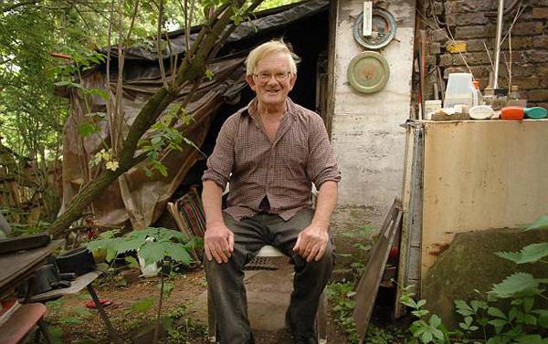 """英国""""最有钱流浪汉""""去世 其居住小棚屋将被拍卖"""