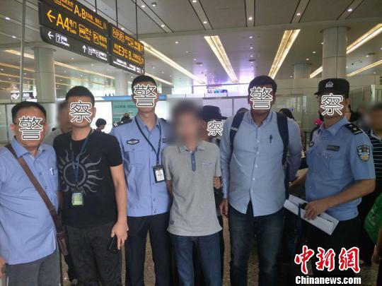 5月12日,广州警方将嫌疑人李某押解归案。广州警方 供图