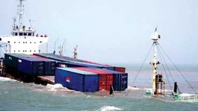 俄发生客船与货船相撞事故致11人死亡,系客船船主醉驾引发