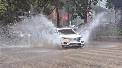 """台风""""艾云尼""""过境 广东省已收到车险报案3.6万件"""