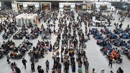 端午假期首日广铁迎来客流高峰 发送旅客175万人次