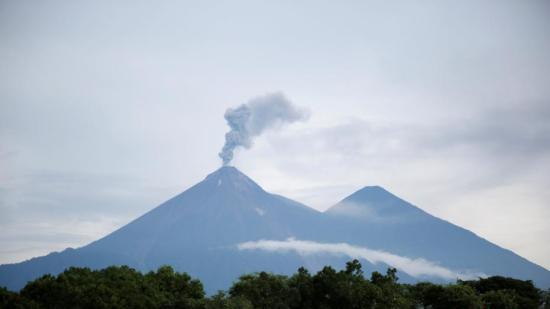 危地马拉火山爆发百余人失踪 政府因风险高终止搜索